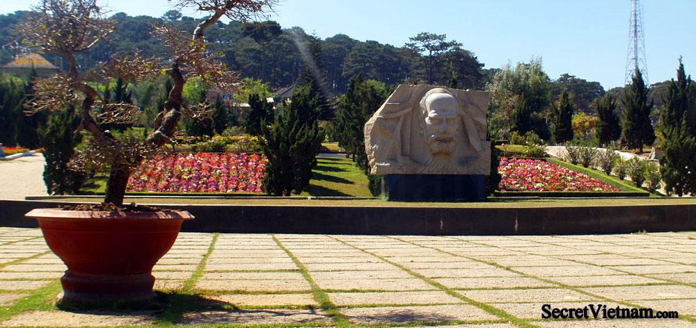 Alexandre Yersin Monument