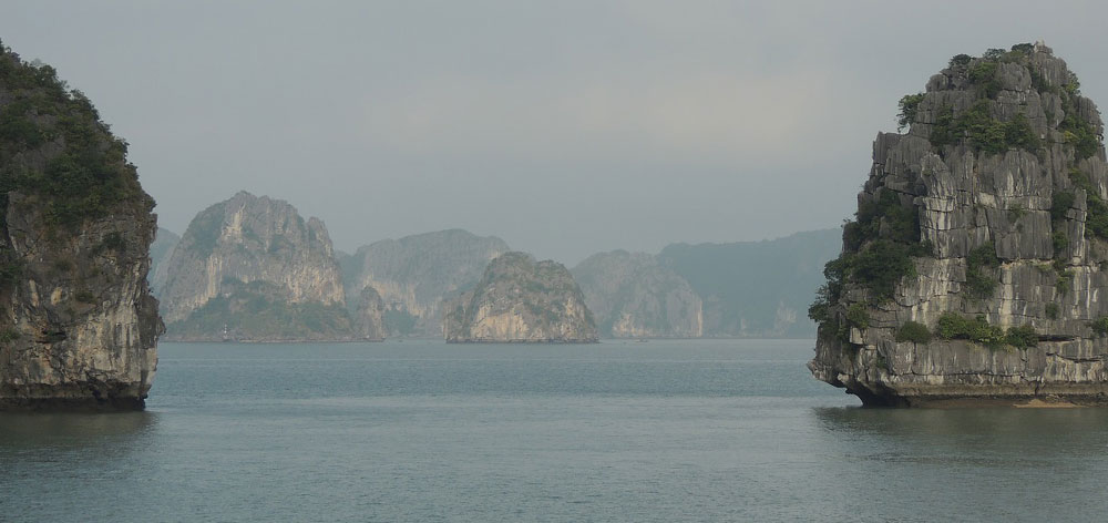 Cong Do Island, Bai Tu Long Bay