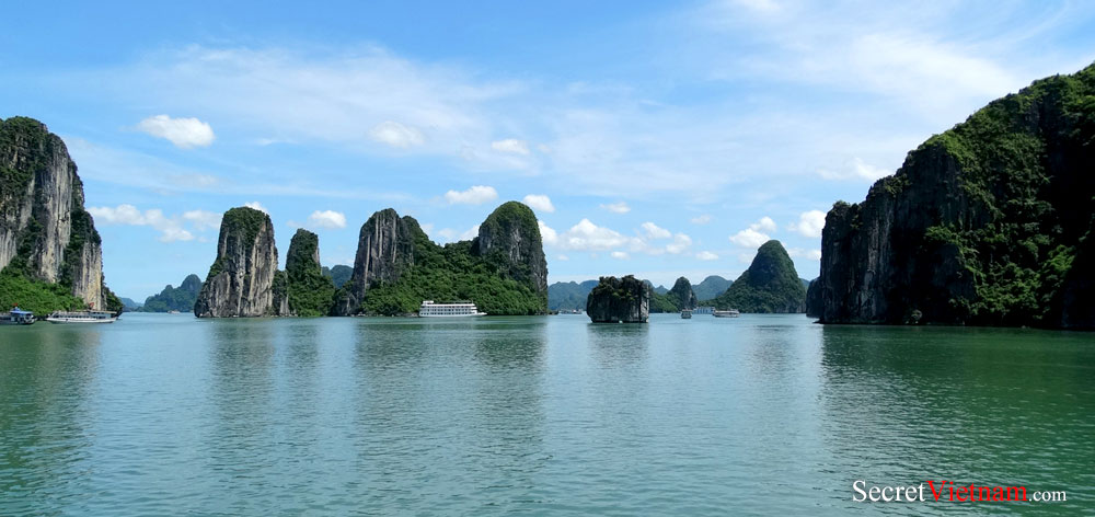 Cong Tay Island, Bai Tu Long Bay