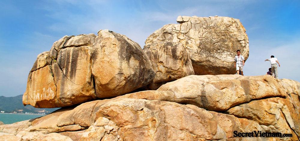 Hon Chong Rocks