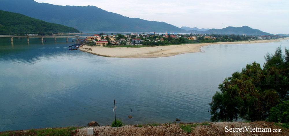 Lang Co Town & Beach