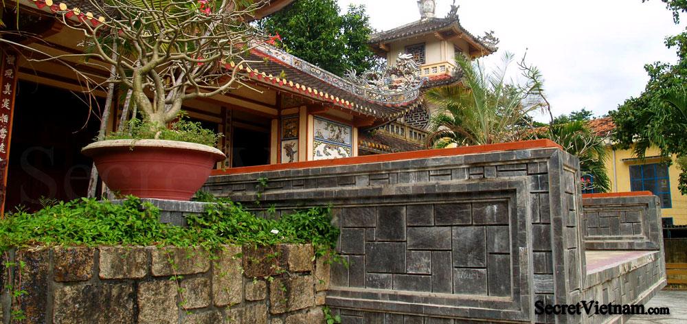 Big Buddha at Long Son Pagoda