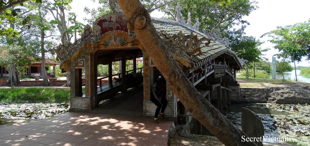 Thanh Toan, The Japanese Bridge