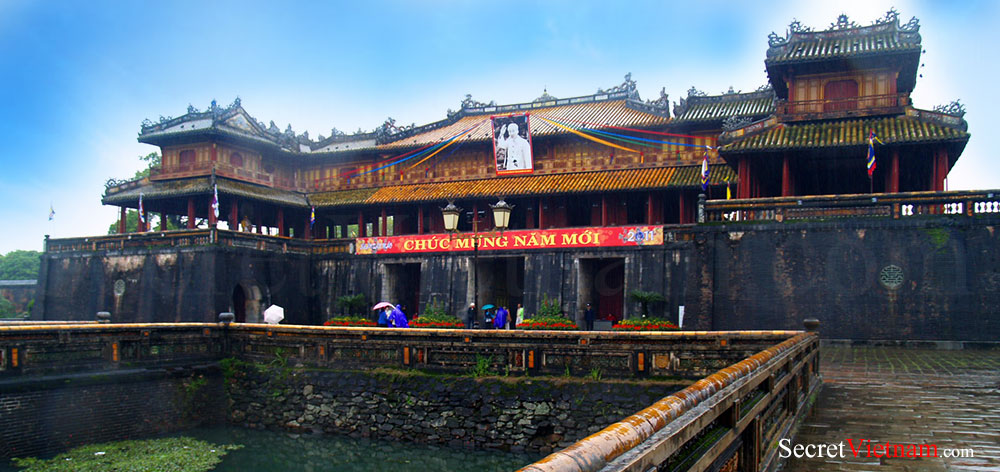 The Noon Gate (Cua Ngo Mon), Imperial Citadel & the Forbidden City
