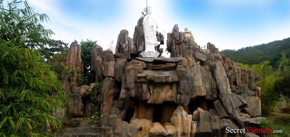Tinh Xa Ngoc Thien Temple