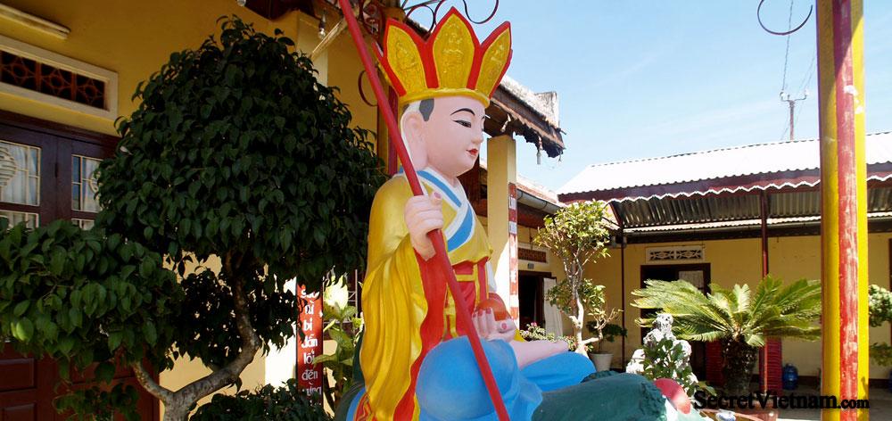 Truc Lam Temple