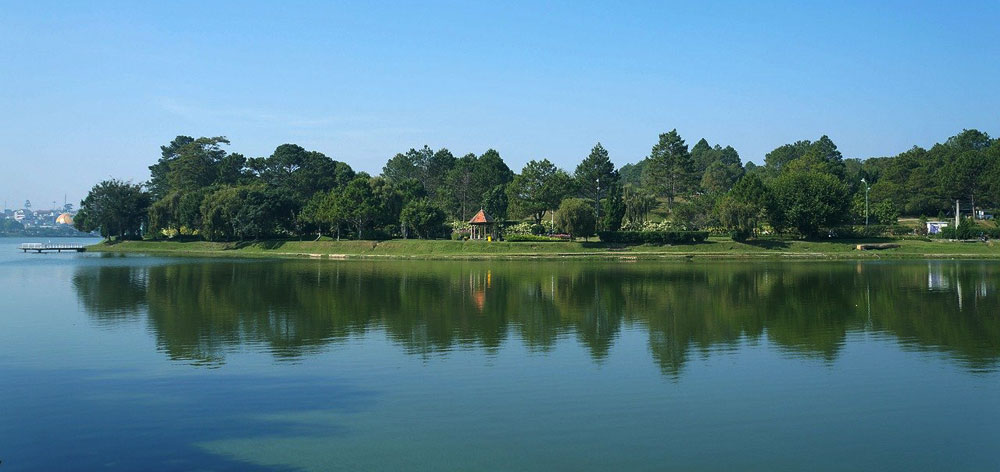Xuan Huong Lake in the heart of Dalat