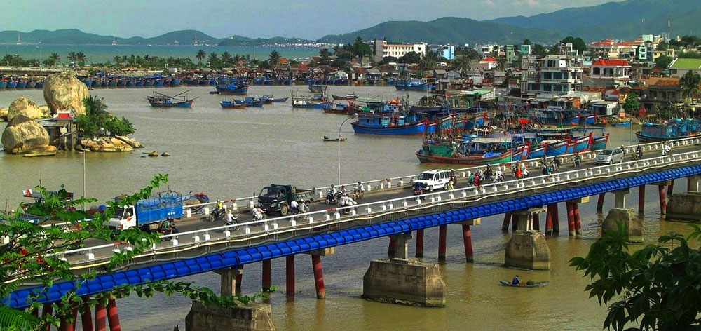 Xom Bong Bridge over the Cai River