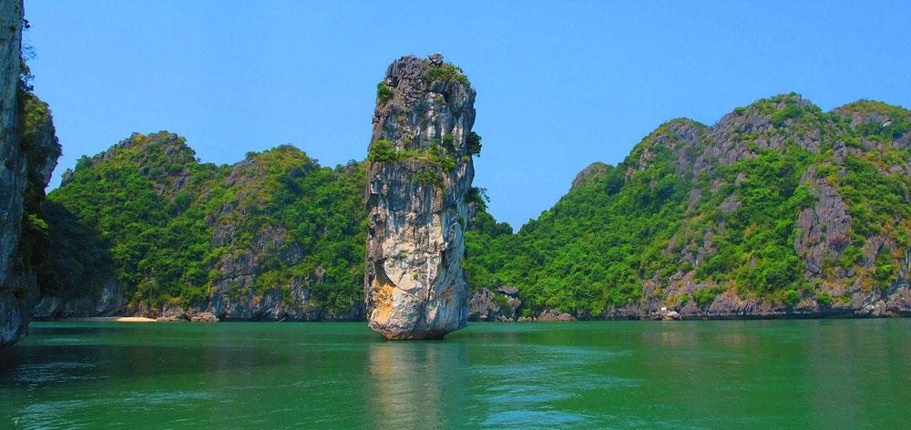 Hòn Bút in Halong Bay in Northern Vietnam