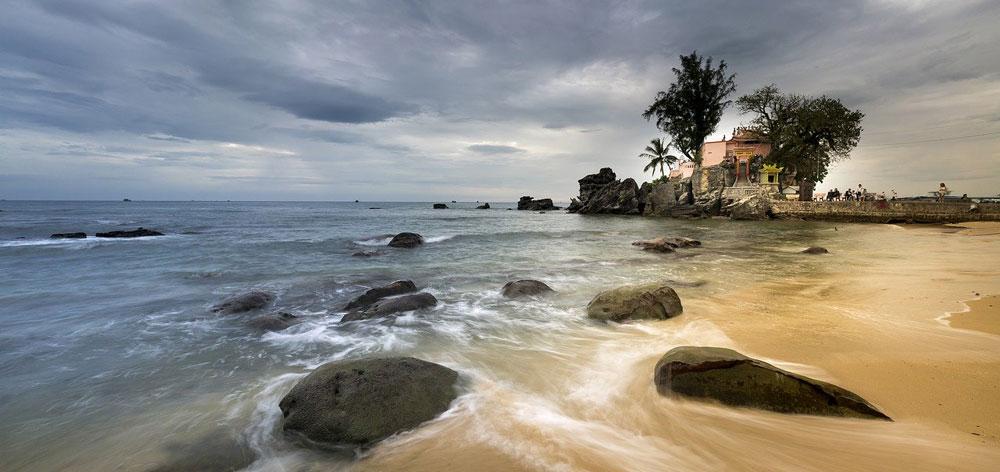 Dinh Cau Temple (Dinh Cau Rock)